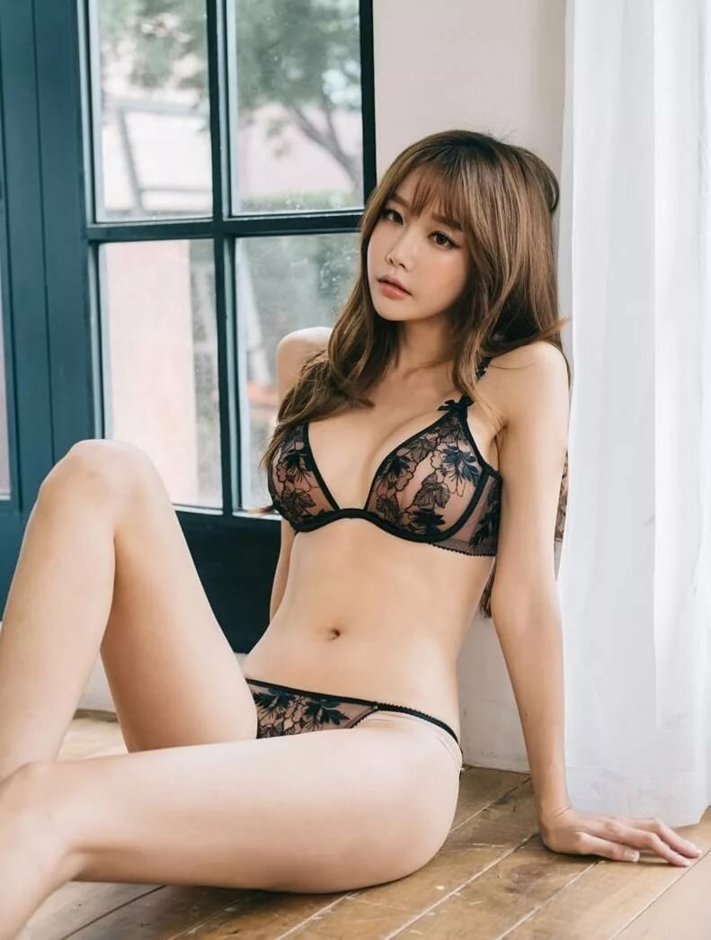 korea-nude-lingerie-busty-college-girl-riding-gif