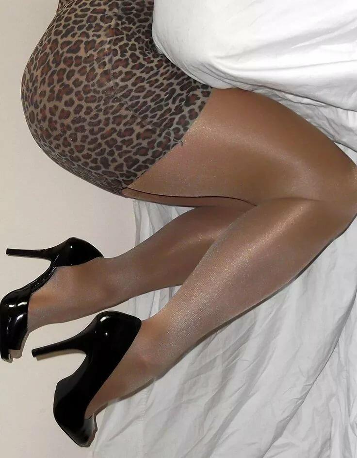 Ноги дам в колготках фото отсосала