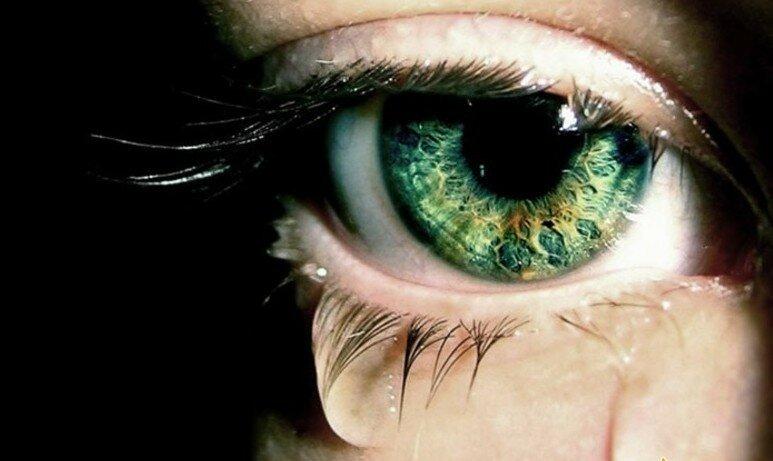 Картинки глаза со слезами зеленые, картинки