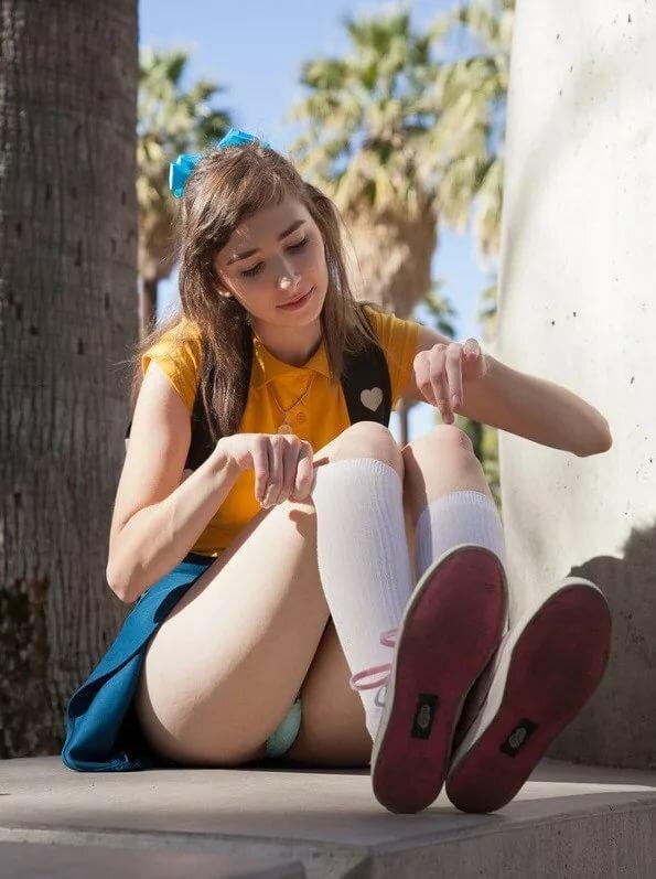 Cute teen masturbates — pic 1