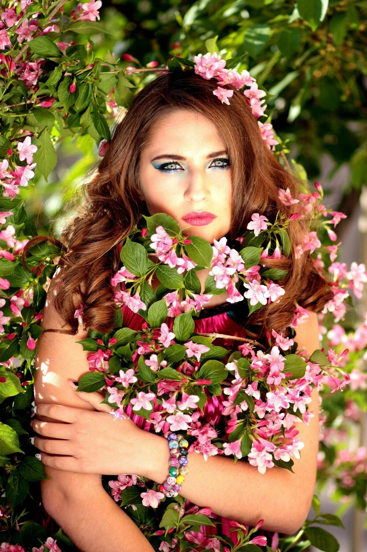 Днем, картинки красивая женщина с цветами