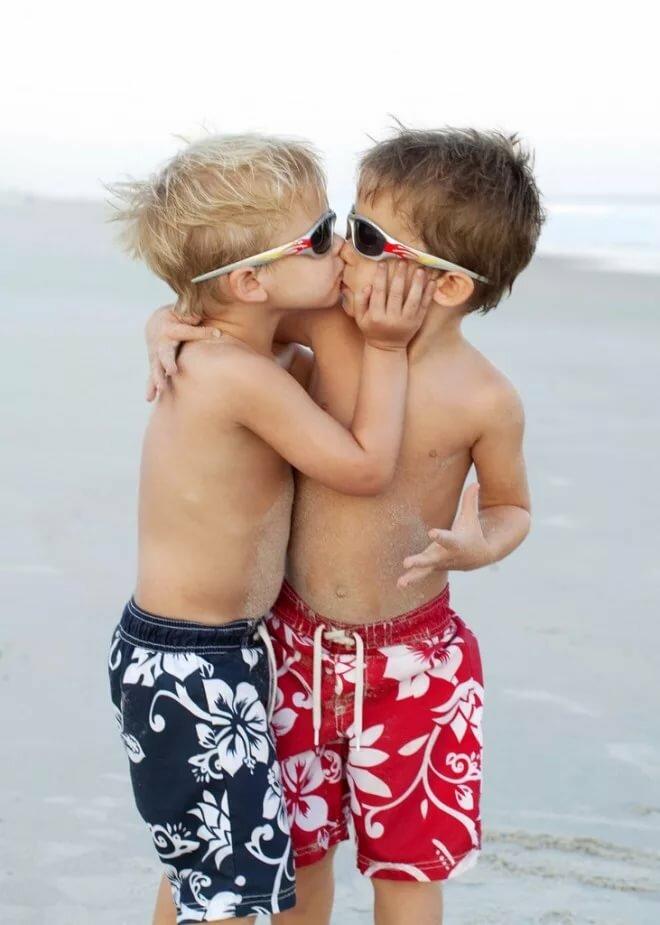Boys naked kiss 15