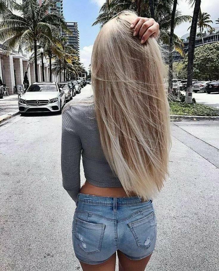 обнимал девушка с длинными светлыми волосами сзади женщина