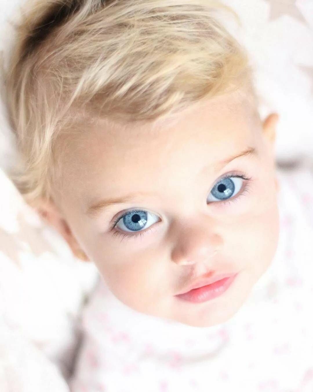 Голубоглазый ребенок фото