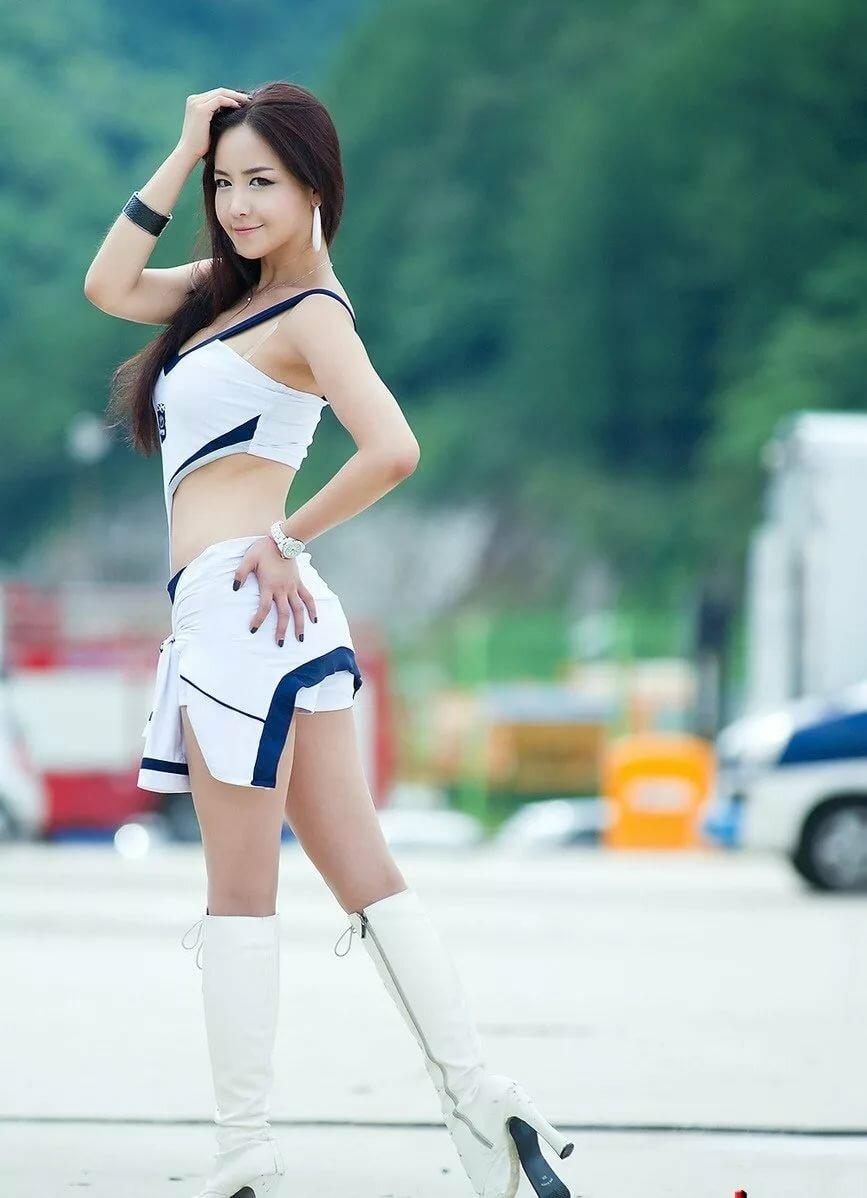 конечно если красивую кореянку в попку грудью полок