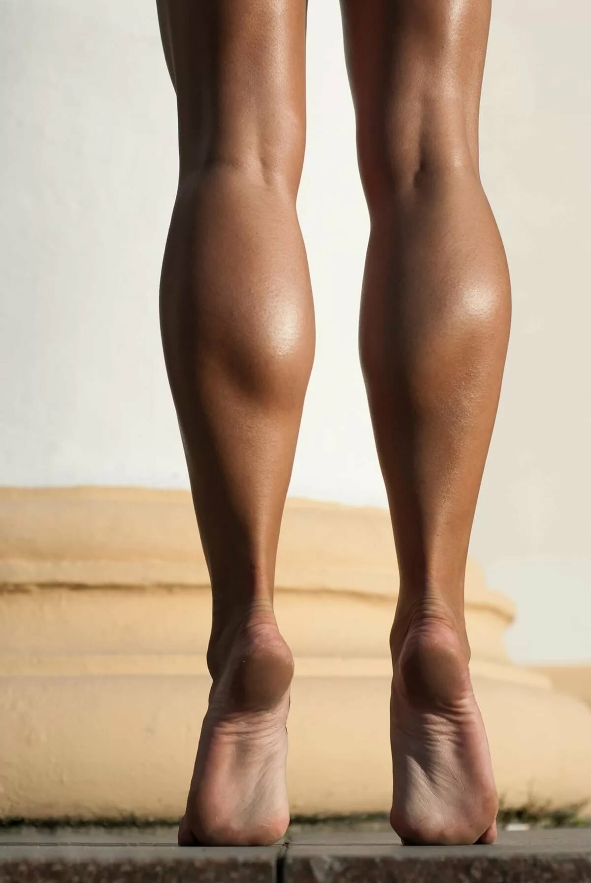 Фото замок между женских ног