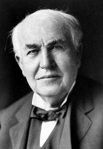 15 августа 1877 года изобретатель Томас Эдисон впервые предложил использовать для обращения по телефону слово «Нello» («Алло»)