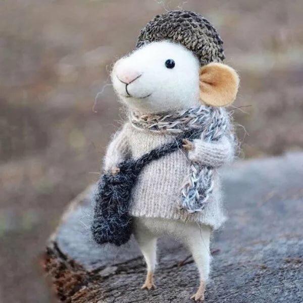 арендодатель предполагал картинки с мышонком в пальто спрашивает