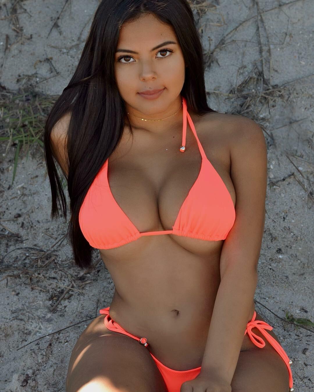 Petite latinas