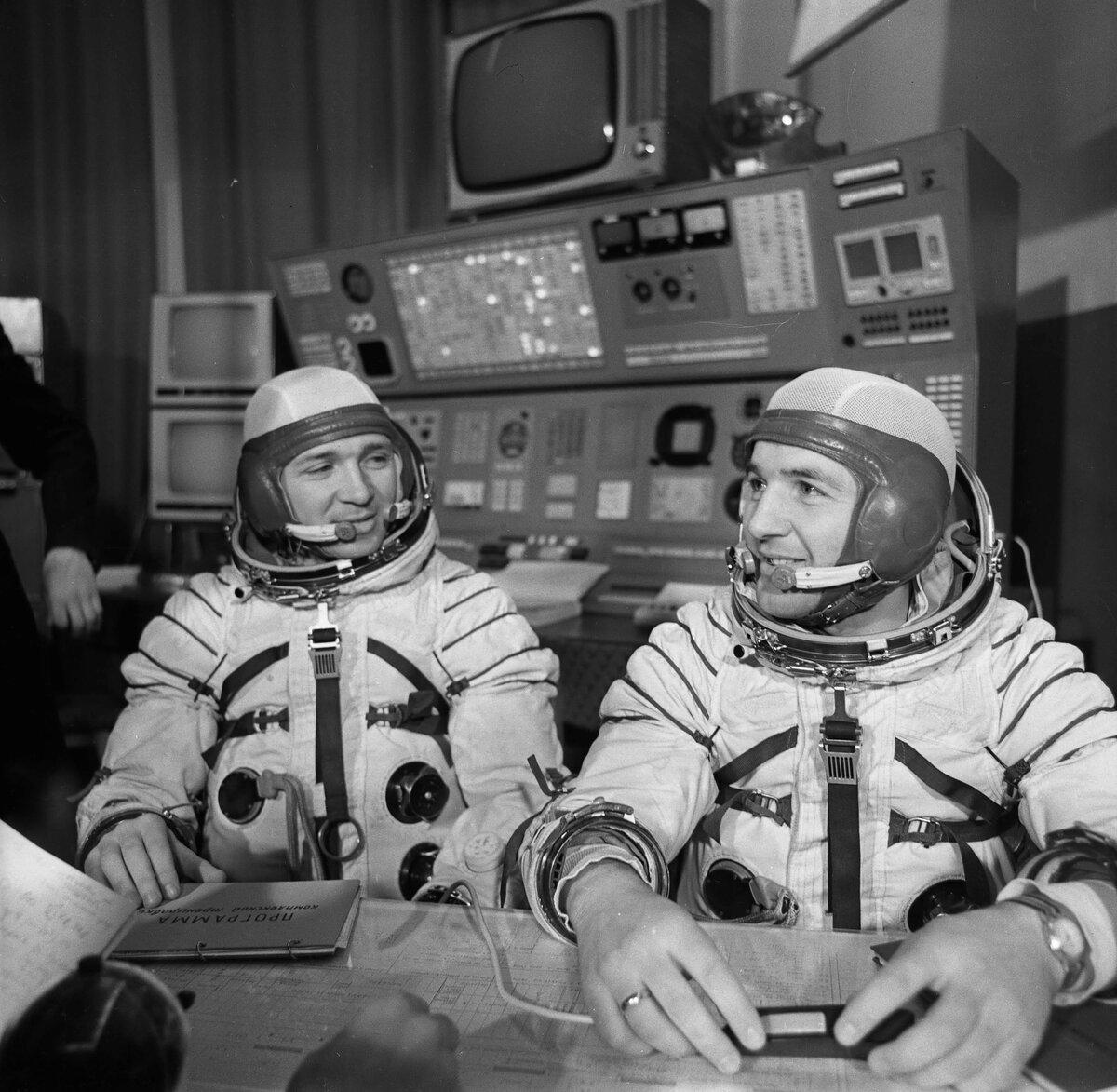 сделать фотографии и картинки космонавтов поселок аккредитован