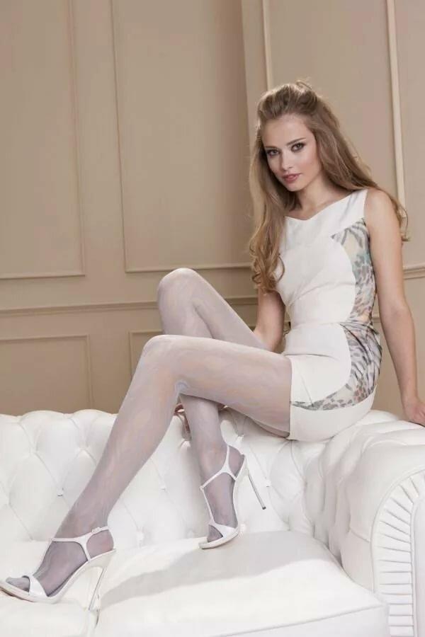 white-pantyhose-teen-sexy-naked-babes-blow