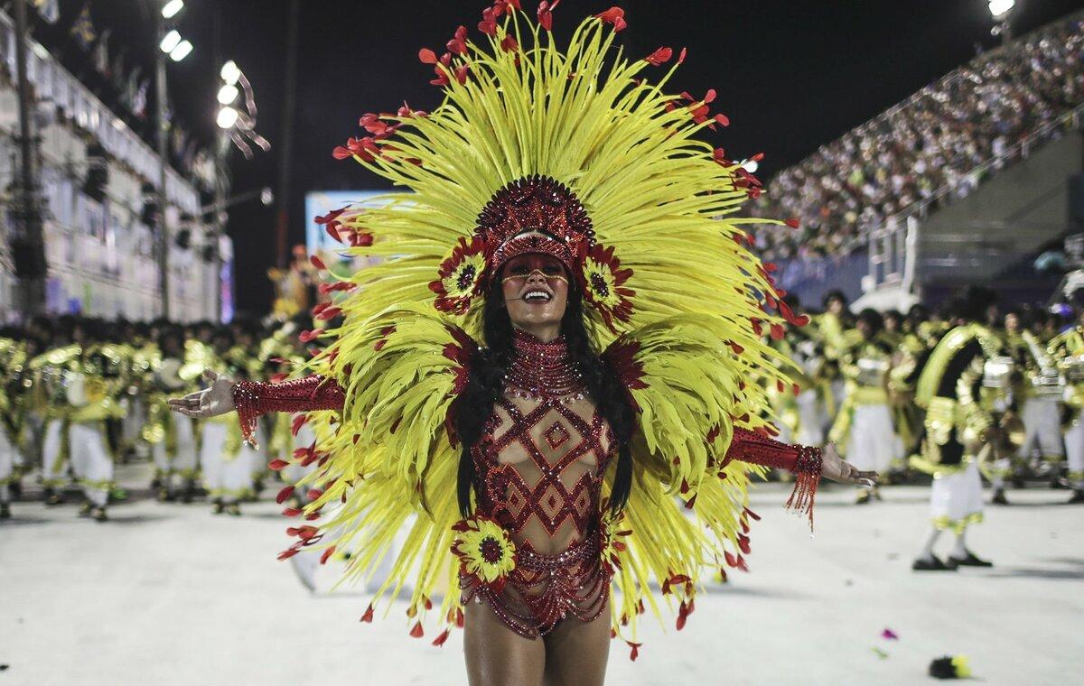 Широкоформатные фото с бразильского карнавала