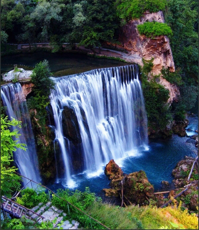 Картинки с водопадами большие дверь