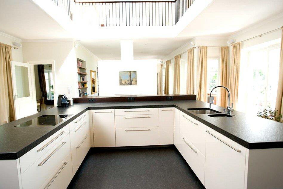Фото белых кухонь буквой п технологии монтажа