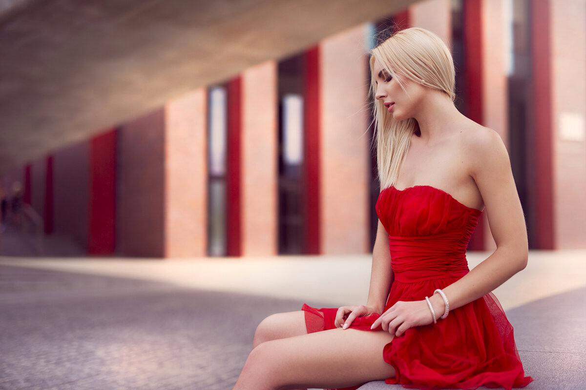 Картинки про девушку в красном