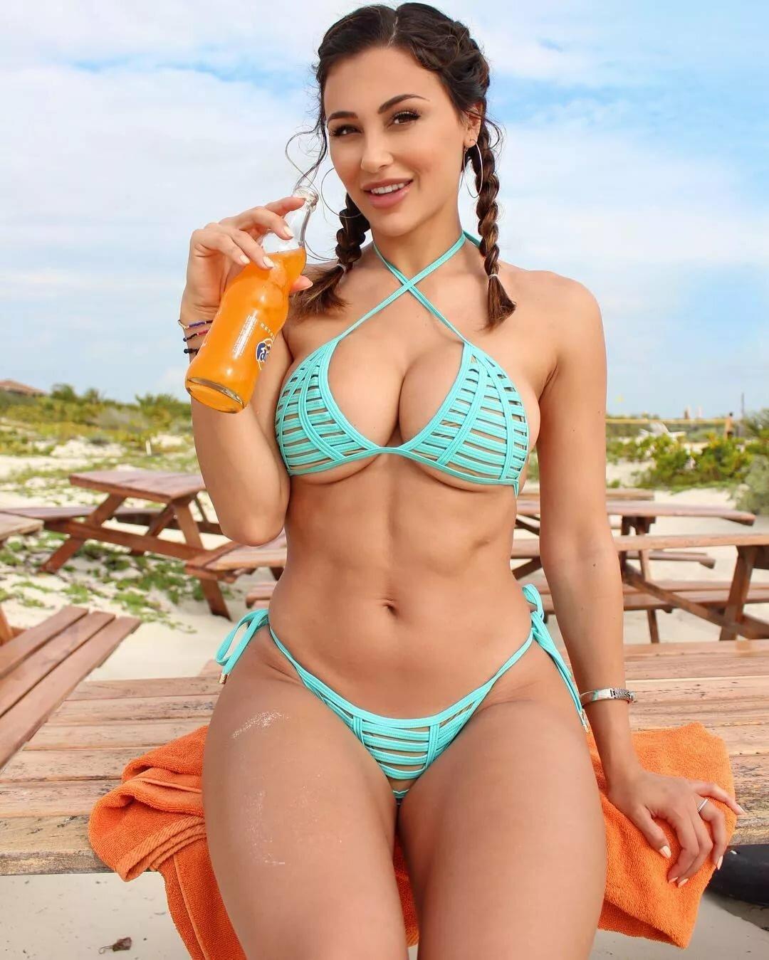juicy-bikini-pics