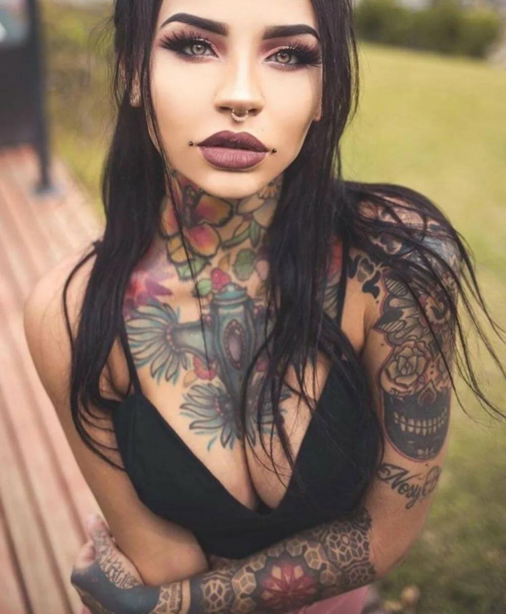 Девушка вся в татуировках картинки