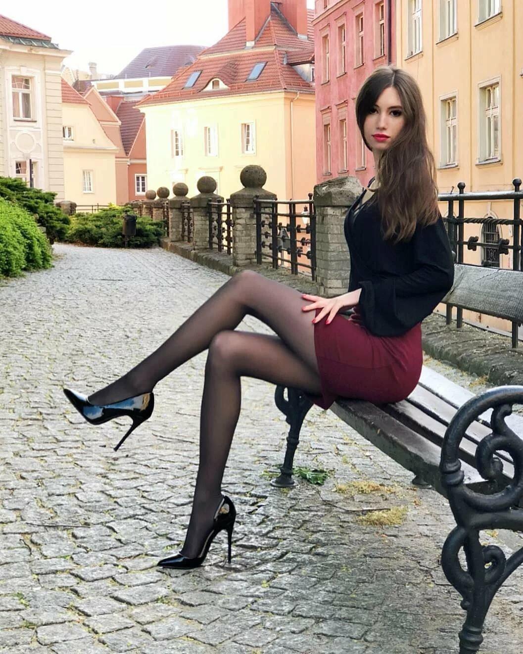 база скромницу в черных чулках онлайн фото