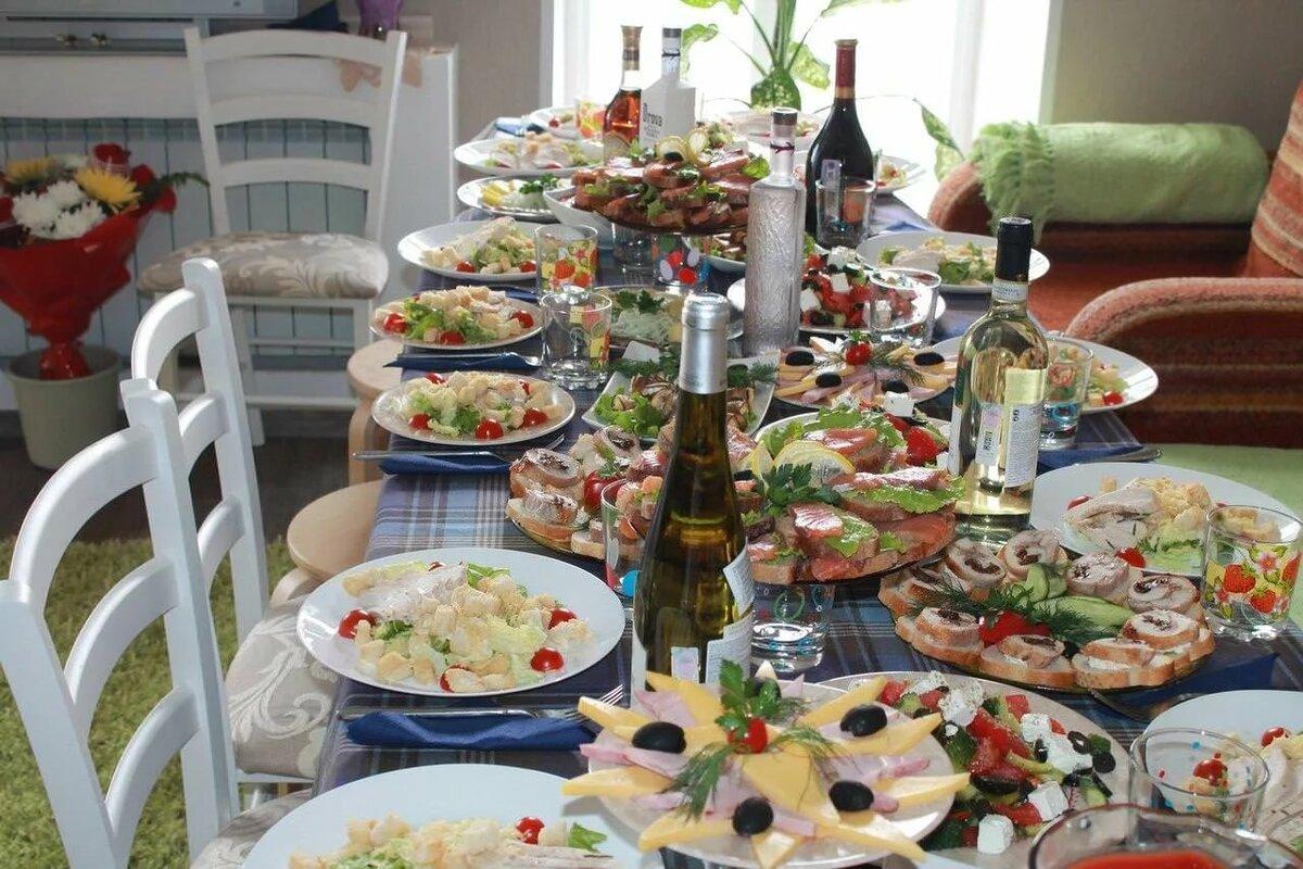 Накрытый стол на день рождения фото