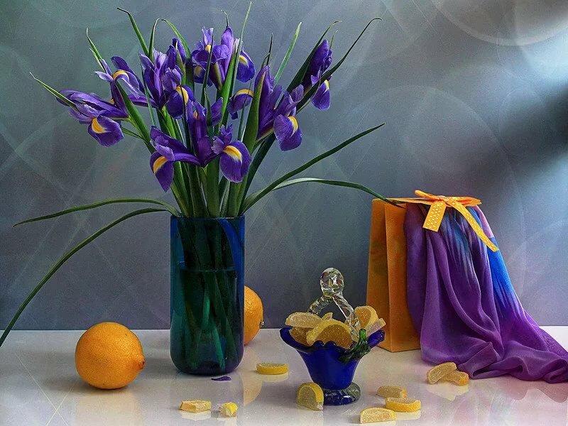 картинки на рабочий стол ирисы в вазе хилтон откровенный