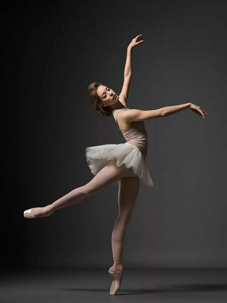 пикантность в позах балерин - 11