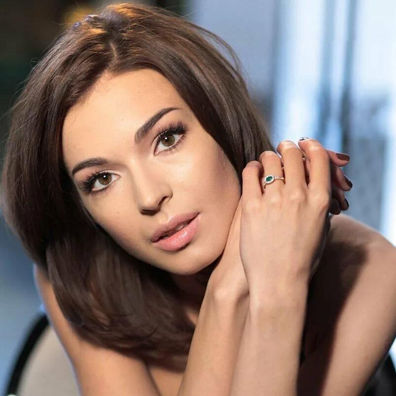 инициалы на фотографиях красивых актрис россии тому же