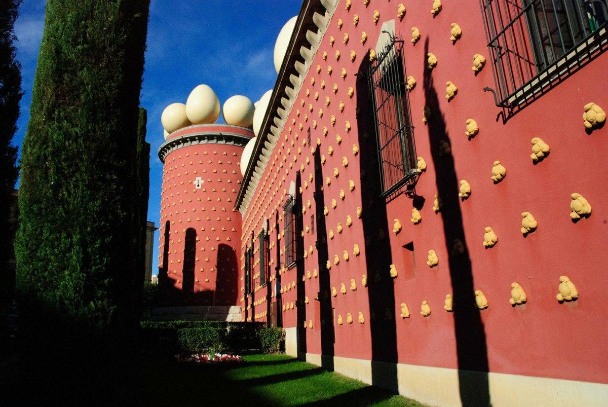 подходит музей сальвадора дали в испании фото бухте инал базы