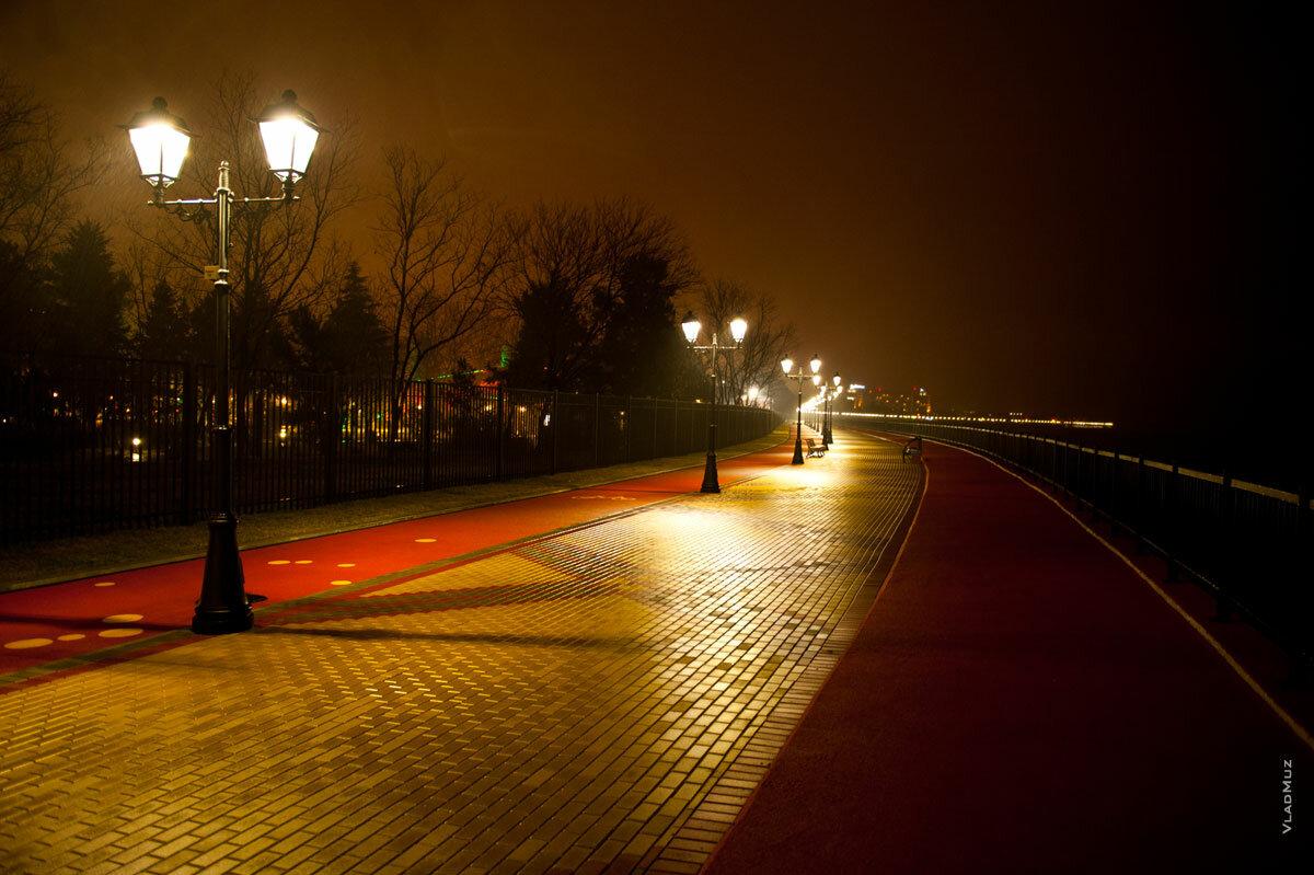 Фото набережной адлера ночью