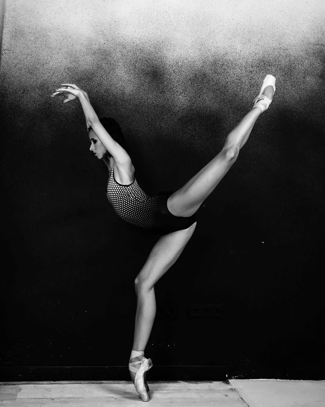 фотосессия танцора с растяжками удивил