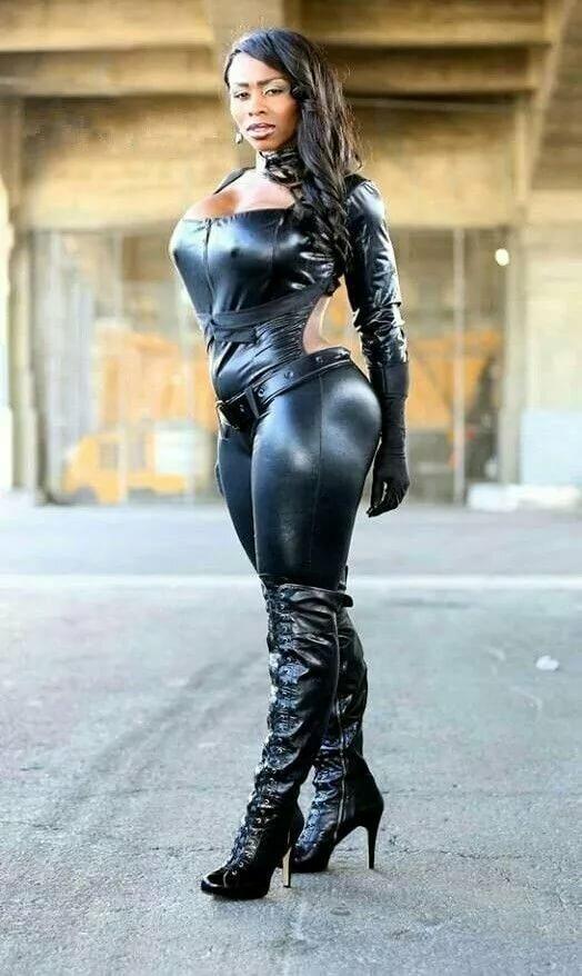 госпожа фото негритянка черных чулках