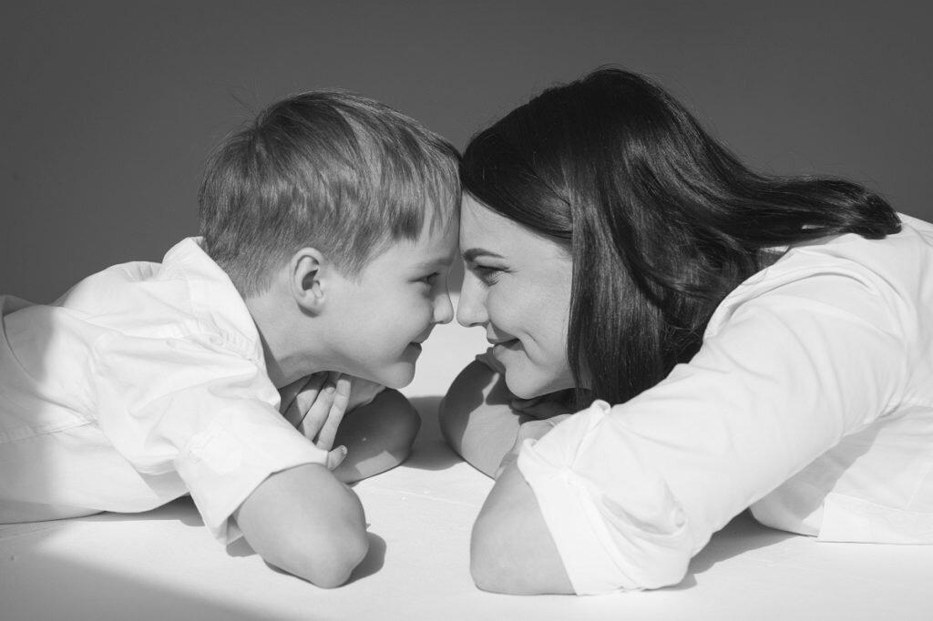 год картинка сынок с мамой парень обычной