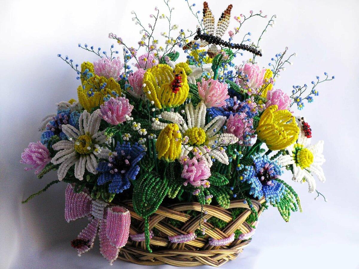 цветы из бисера композиции и букеты фото является наиболее свободным