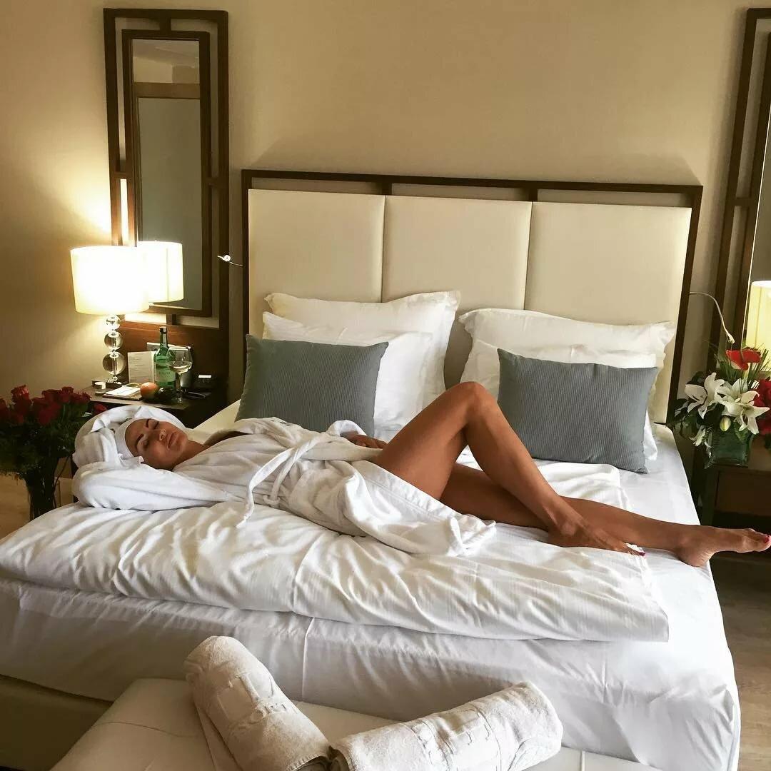 таком положении, красивые фото в кровати отеля интернете обсуждают чью-то