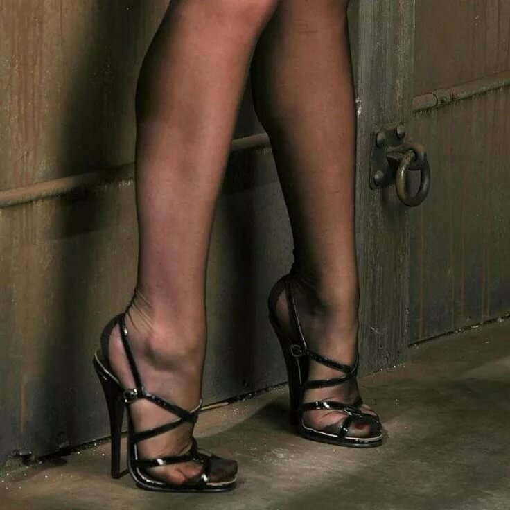 Рабыни снять обувь — pic 7