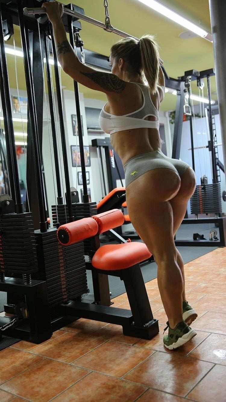 Фото девушек латиноамериканок с большими попами в спортзале
