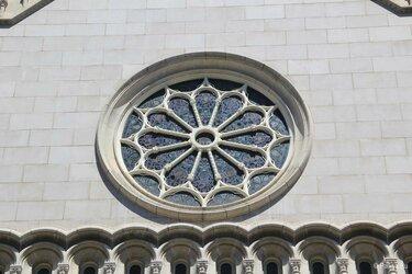 окно розетка на соборе санта мария