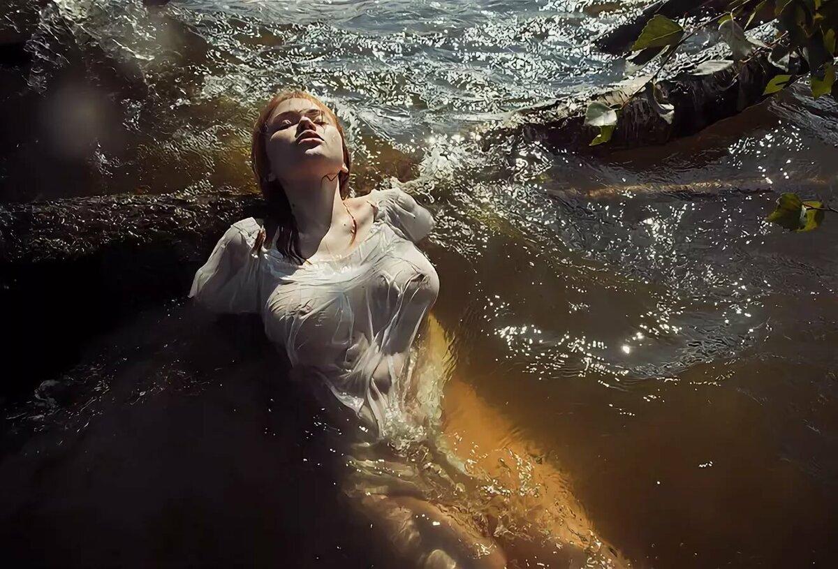 Картинки как девушки купаются