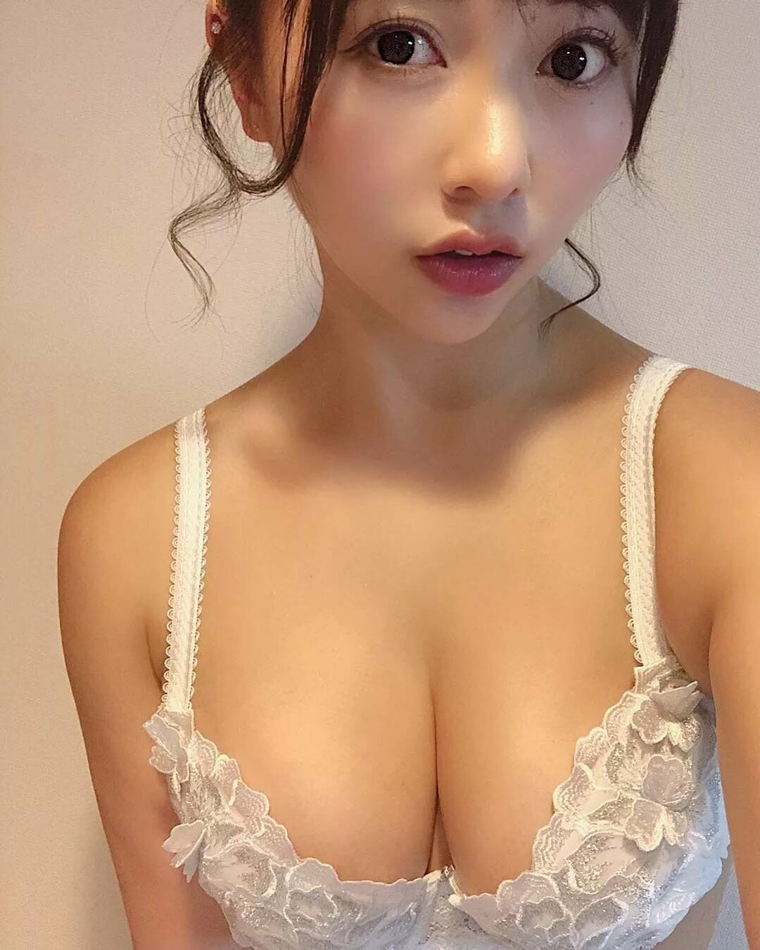 Asian girls in bras — pic 4