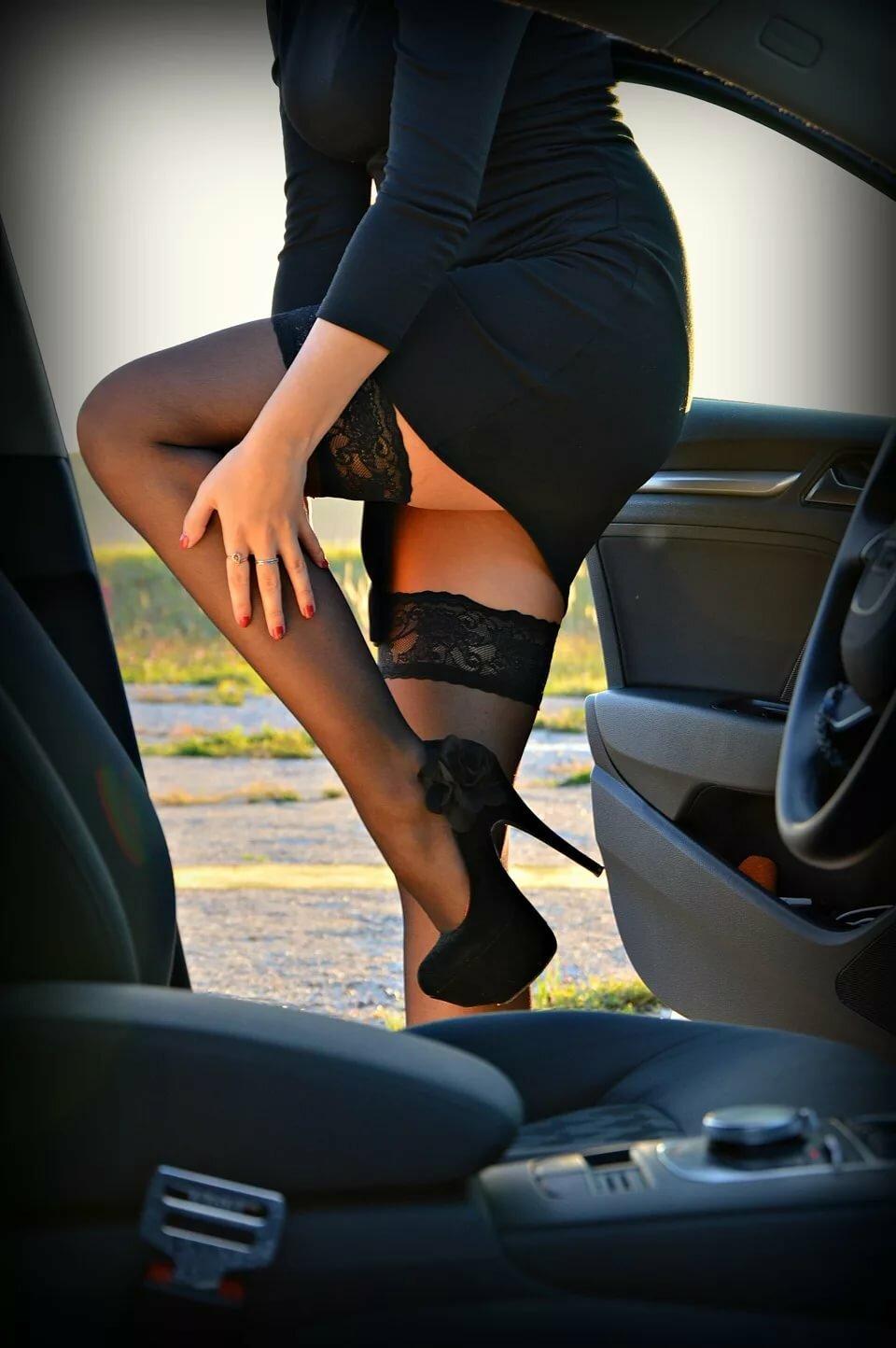 фото женщин в чулках в машине порно-ролик