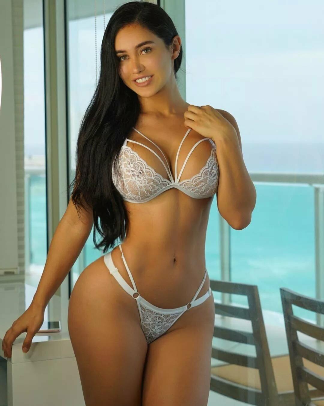 Bikini hot latina