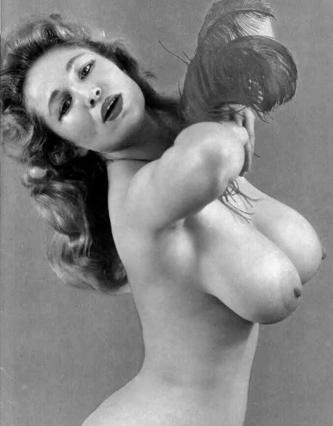 картину ретро женские груди фото булочки любительниц