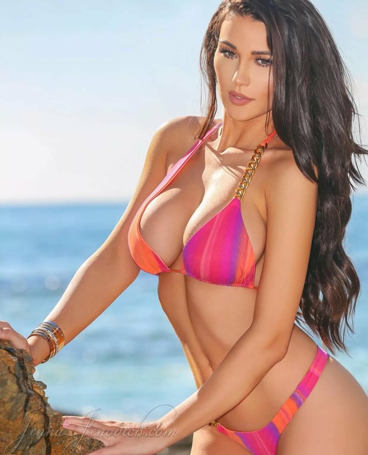 girls-naked-hot-bikini-babes-pics-on-wii-porno-carry-underwood