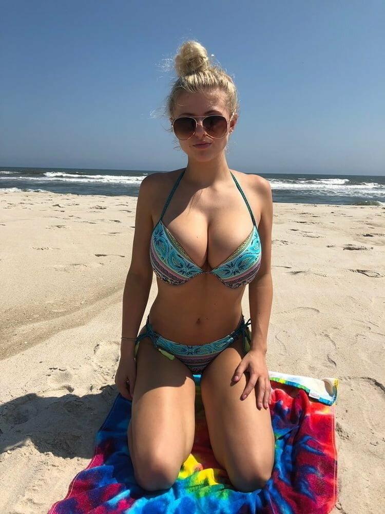 prislannie-foto-zhen-v-bikini-mir-otkrovennoy-onlayn