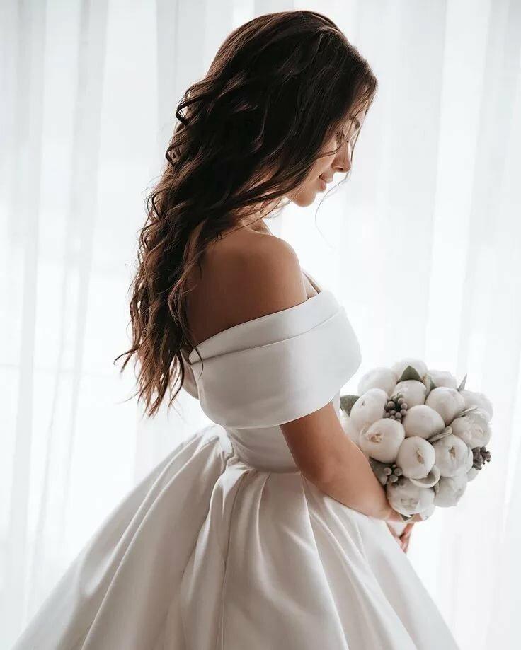 картинки свадебные платья с плечами известны
