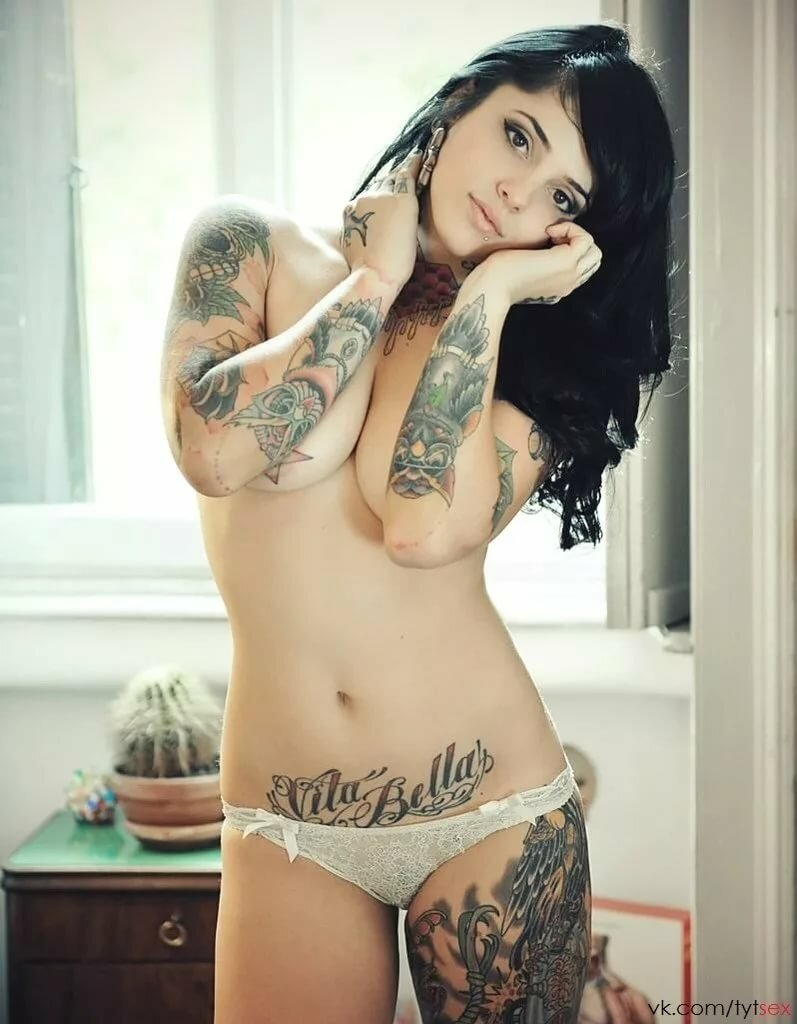 Awesome naked girl tattoos — pic 7