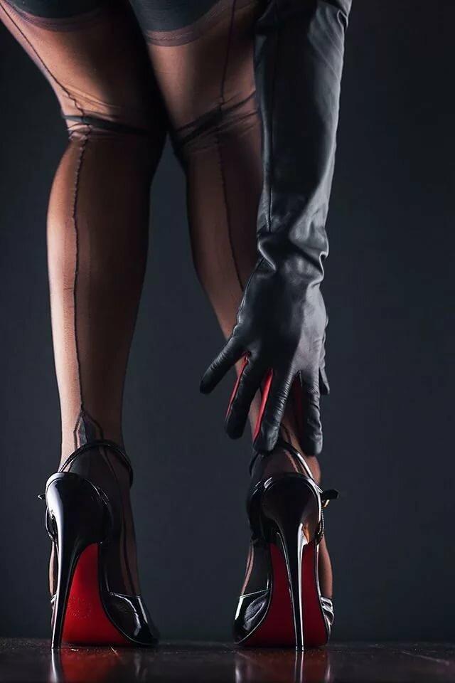 женщины на каблуках фетиш фото пальца