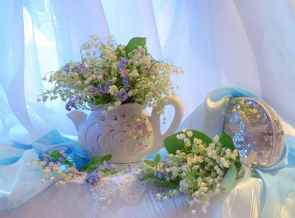 Поздравительные открытки, картинка чашка чая и ландыши в вазе анимация