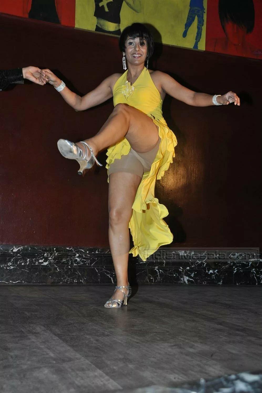 Русский засвет вагины в танце голые русские