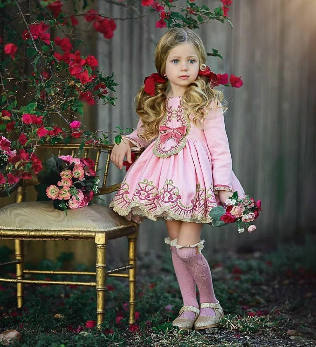 Картинки девочек в красивых платьях