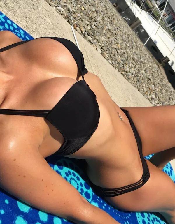 Bikini girl face off